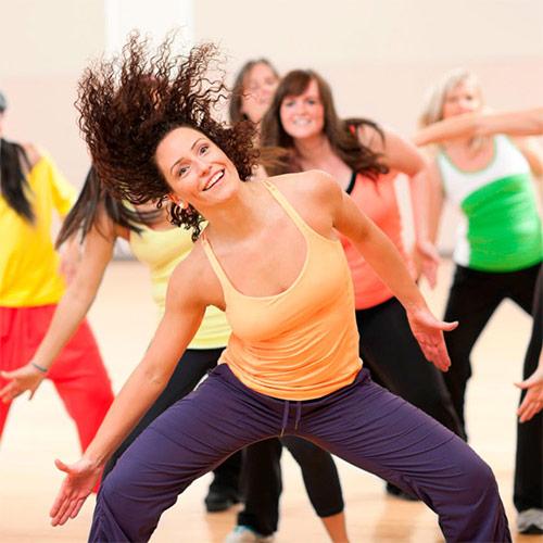 Групповые занятия в фитнес-клубе: все на танцпол!